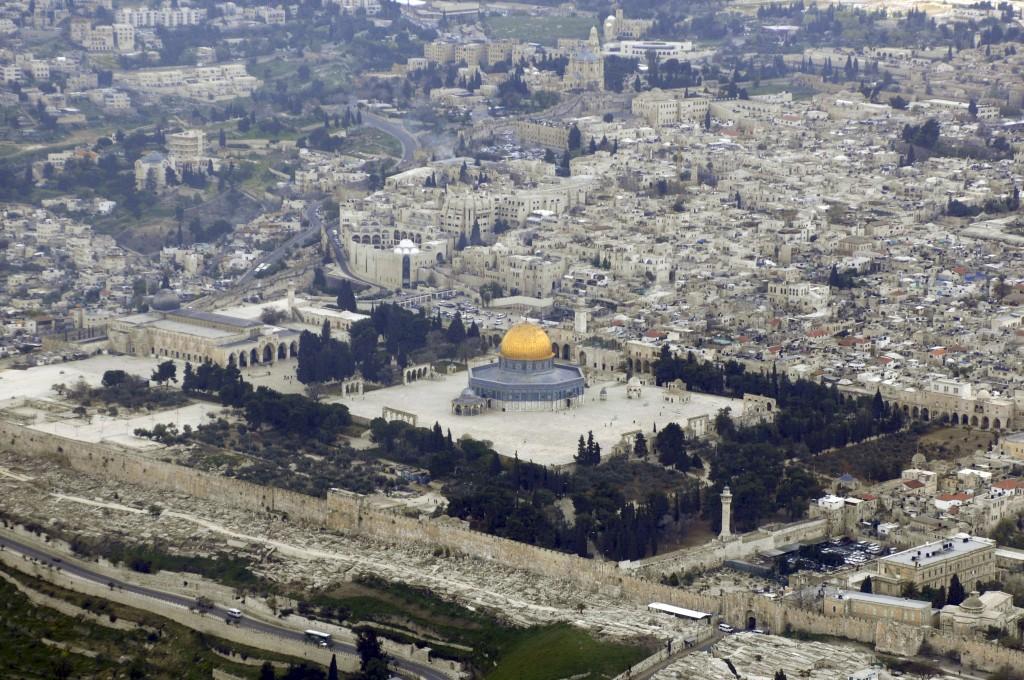 Al-AqsaMosque_(Aerial_view,_2007)_03