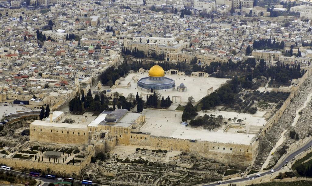Al-Aqsa_Mosque(Aerial_view,_2007)_02