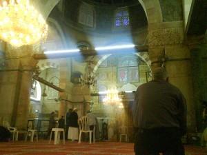 من داخل المصلى القبلي الرئيسي