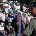 حشد من المرابطين يحاولون دخول المسجد الأقصى في أحد أيم الحشد والرباط والنفير إلى المسجد المبارك بعد شروع الاحتلال بجريمة هدم باب المغاربة عام 2007م