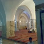 داخل مسجد الجاولية الملحق بالمسجد الإبراهيمي الملاصق له من جهة الغرب
