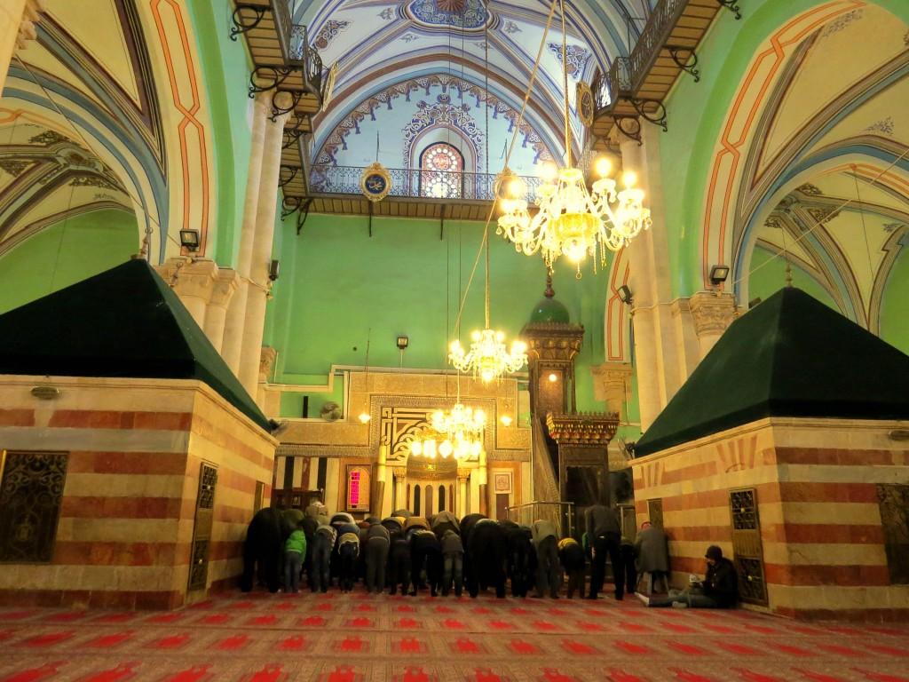 Muslims_pray_in_January_2014minor